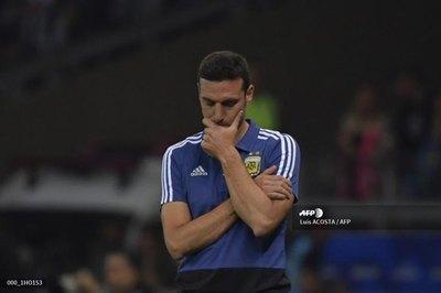 Nueva frustración deja al DT argentino en la cuerda floja