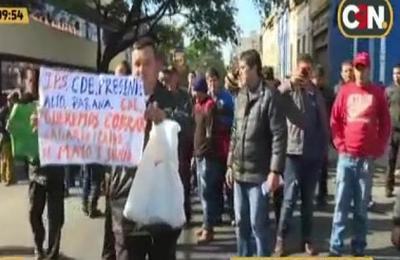 Guardias de seguridad se manifiestan en el Ministerio de Trabajo