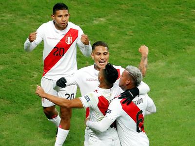 Perú se carga a la bicampeona de América y es finalista