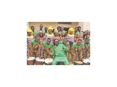 Artistas africanos traen su canto y danza a Paraguay