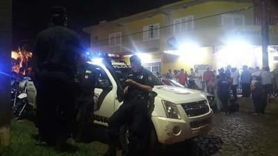 Antes de amanecer, delincuentes roban auto a hombre