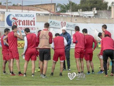 Ensayo ante Reserva mirando la Copa Paraguay