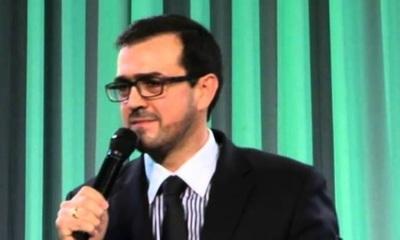 El pastor Emilio Agüero asegura que gays corrompen a los niños