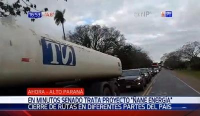Reportan cierres de rutas para aprobar ley Ñane Energía