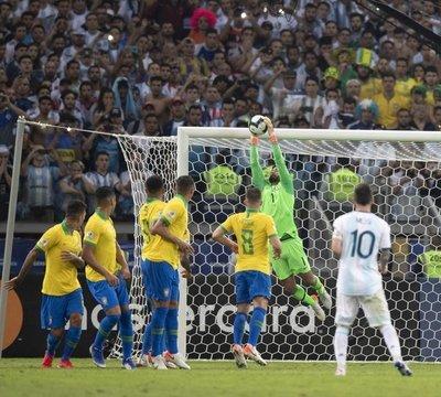 Brasil empieza a preparar la final ante Perú con cuatro bajas