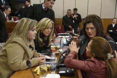 Senado pide que Cristian Kriskovich renuncie al Jurado