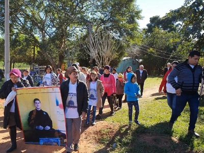 Sin perder las esperanzas, padres de Edelio Morínigo marcharon en Arroyito