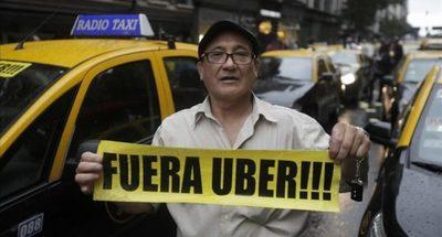 Que ni se acerquen a la Expo advierten taxistas, Muv y Uber ningunean la amenaza y temen que haya violencia