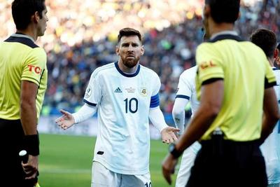 Las razones de la expulsión de Messi, según el acta arbitral