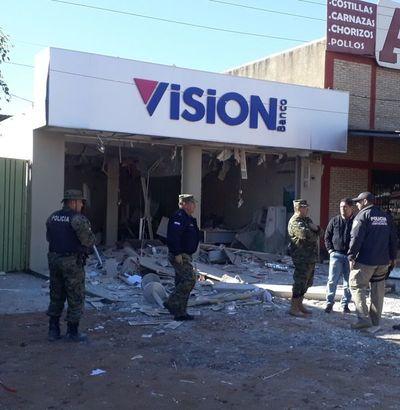 Violento asalto a local de Banco Visión dejó un muerto y destrozos