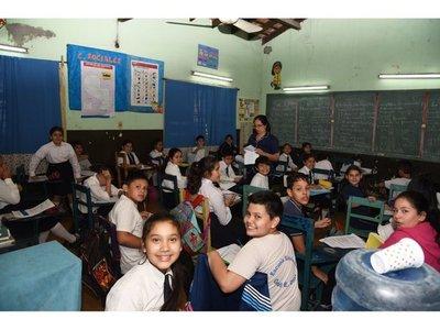 Denuncian que la falta de rubros en  escuelas persistirá tras vacaciones