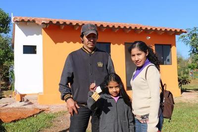 Ministerio de Urbanismo entregó 90 viviendas en Luque y J.A. Saldívar