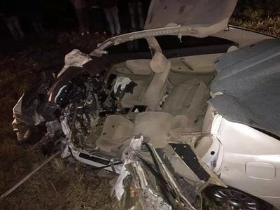Conductor muere tras chocar contra camión de gran porte