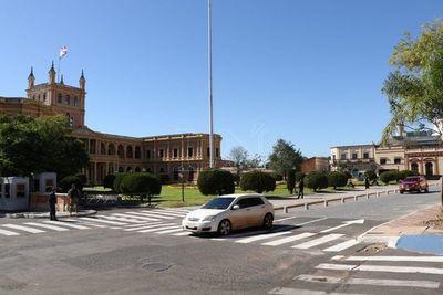 Habilitan adoquinado frente al Palacio para vehículos livianos