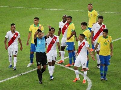 Tobar rompe el silencio y habla del penal que le dio a Brasil en la final
