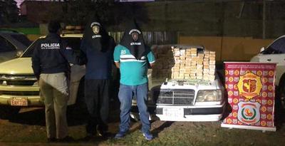 Policías detienen a dos presuntos narcos y se incautan unos 95 kilos de marihuana