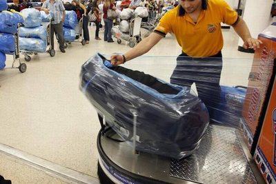 Denuncian licitación irregular para embalaje de equipajes en aeropuerto