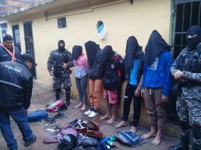 Caen cinco jóvenes en busca de banda de asaltantes en Luque