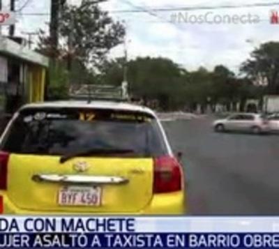 Mujer roba con machetillo dos celulares de un taxista
