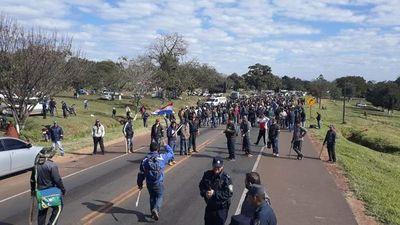 Unos 1.500 mandioqueros bloquean ruta en Caaguazú