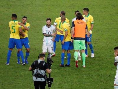 El árbitro Zambrano habla de las jugadas polémicas del Brasil-Argentina