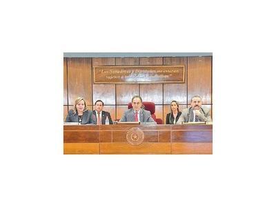 Monges asume en Constitucionales como parte del pacto