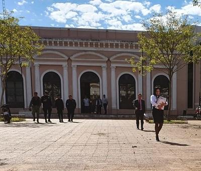 Fiscal necesita peritos para imputar a intendente Urbieta