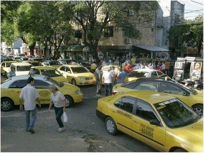 Taxistas alegan que el mercado se saturará con Uber y MUV