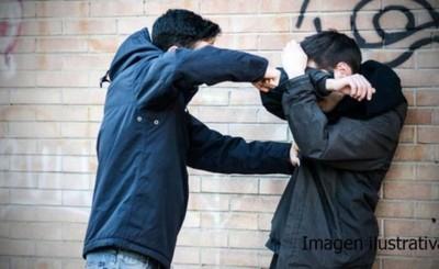 Hermanos agredidos por extranjeros a causa de una deuda