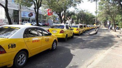 Taxistas realizaron una breve caravana frente a la Municipalidad