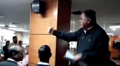 Taxistas hacen loas al EPP, escrachan a concejala y piden fusilar a periodistas
