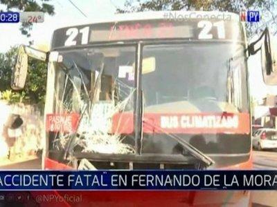 Motociclista chocó contra un colectivo y murió