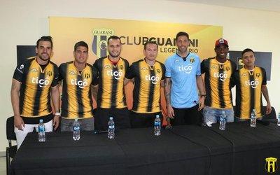 Guaraní presentó a sus siete refuerzos
