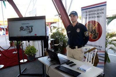 Expo 2019: Policía enseña sobre seguridad informática a visitantes