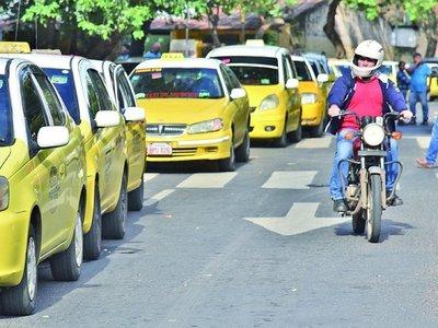 Taxistas no se resignan a perder  monopolio del negocio