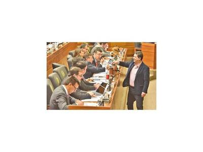 Diputados aprueba reforma fiscal, pero baja tasas al tabaco y bebidas