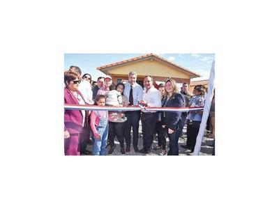 Presidente apura la inauguración de viviendas antes del primer año