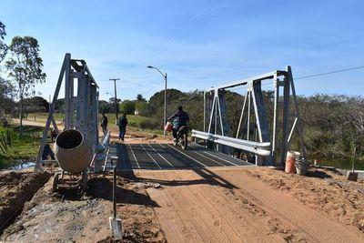 Siguen obras de construcción de puentes en Yabebyry