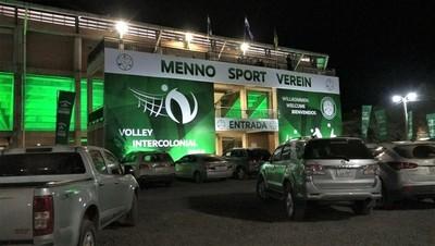 Inauguran moderno polideportivo con un torneo Intercolonial en Loma Plata