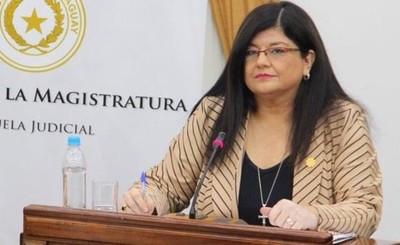 Senadores eligen a Carolina Llanes para Ministra de la Corte