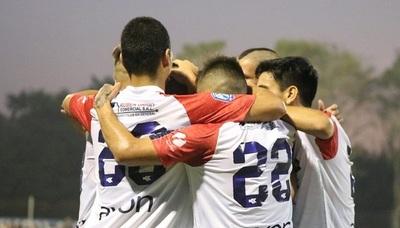Nacional golea y clasifica en Copa Paraguay