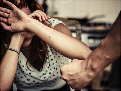 Policía sospechoso de feminicidio es imputado por 2 casos de violencia familiar