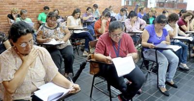 Casi la mitad de  profes se aplazó  en prueba escrita