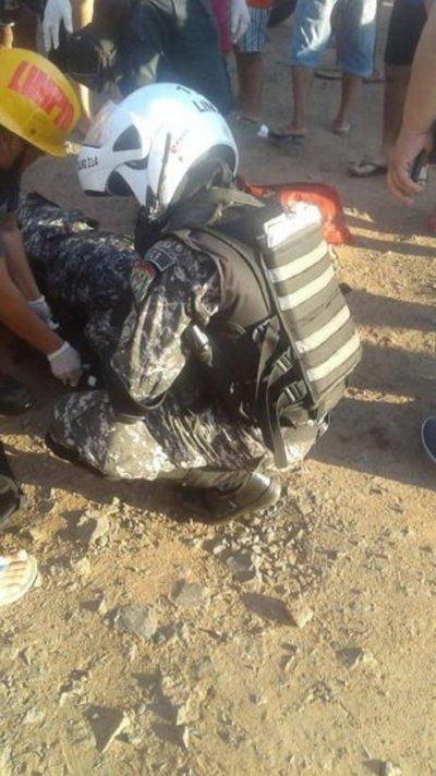 Camioneta atropella a dos agentes del Grupo Lince en Asunción