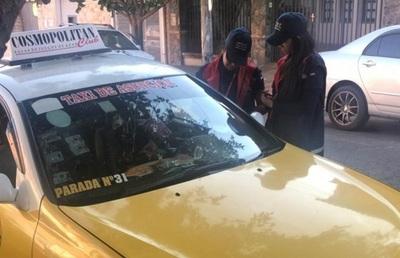 Tributación visita paradas de taxi para instar a pagar impuestos