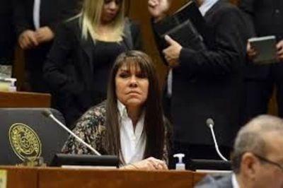 Celeste Amarilla no consigue los votos para expulsar a sus colegas diputados