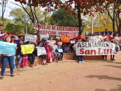 Habitantes de asentamiento se manifiestan en Concepción