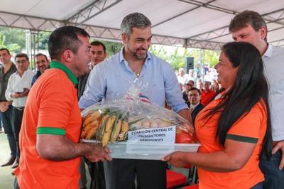 Emprendedoras de Cordillera reciben apoyo a sus iniciativas productivas
