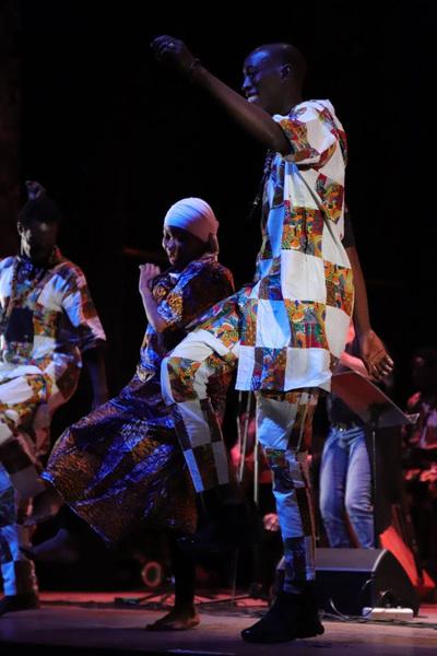 Artistas senegales le ponen ritmo a la costanera este domingo