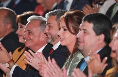 Abdo Benítez, entre selfies y vítores en la Expo